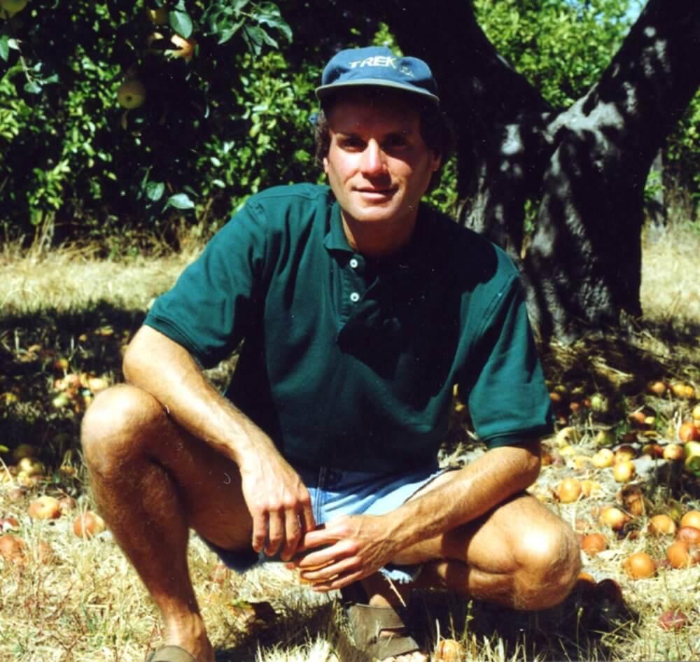 Raw Vegan Transformations - Dr. David Klein crouching - colitis - Crohn's disease - IBD - Fruit-Powered