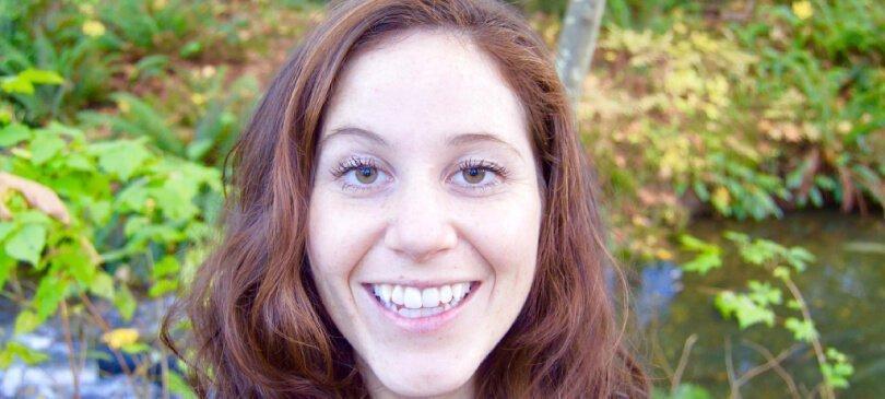 Tarah Millen smiling outside - Raw Vegan Transformations - Fruit-Powered