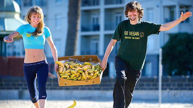 "Harley ""Durianrider"" Johnstone and Freelee running with bananas"