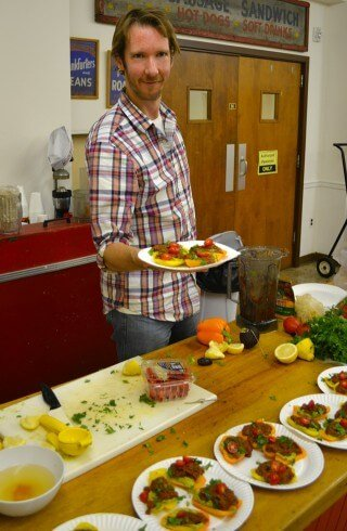 """Brian Rossiter serves up Pepper Pizza with Savory Marinara and Avocado """"Cheese"""" at Raw Experience 3"""