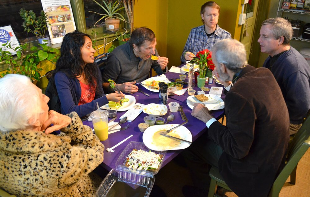 Arnold's Way patrons dine at Raw Can Roll Café