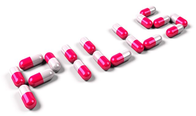 "Pink-and-white pills spell out the word ""pills"""