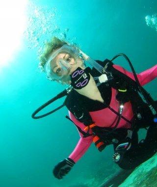 Stephanie Kent underwater scuba diving