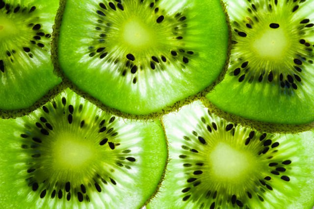 Kiwi slices with light