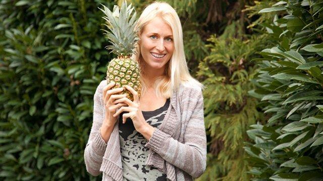 Natalie Lenka holds a pineapple