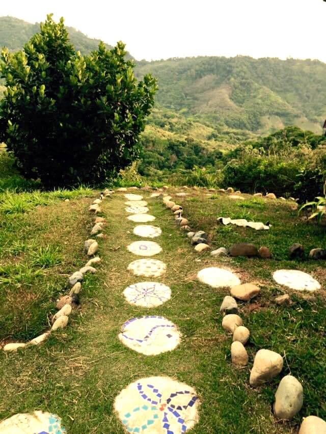 A pathway at Finca de Vida