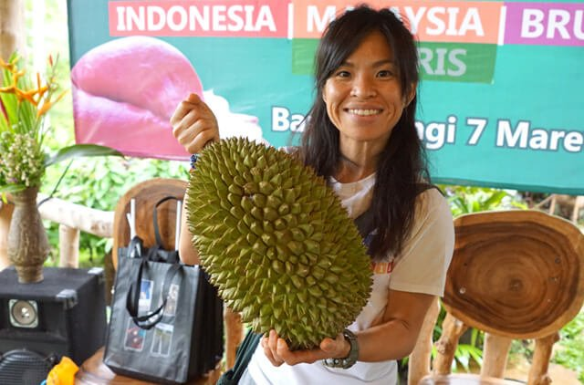 Mewsum Wong holds a large durian