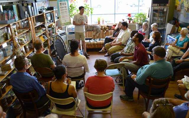 Nathan Oxenfeld talks to Arnold's Way patrons on The Naked Eye Book Tour