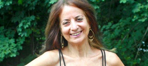 Karen Ranzi posing outside - Raw Vegan Transformations - Fruit-Powered
