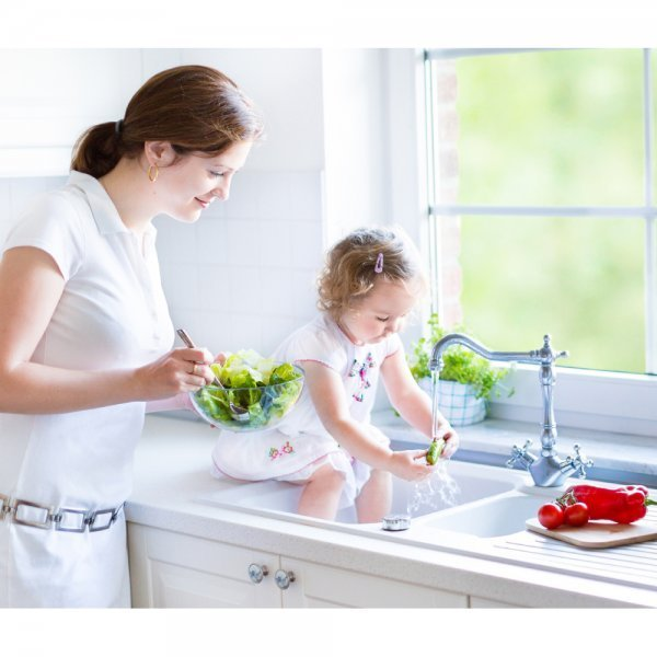 OXO salad spinners - mother and daughter washing produce - Fruit-Powered Store