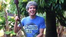 Don Bennett holding namwah bananas - Fruit-Powered
