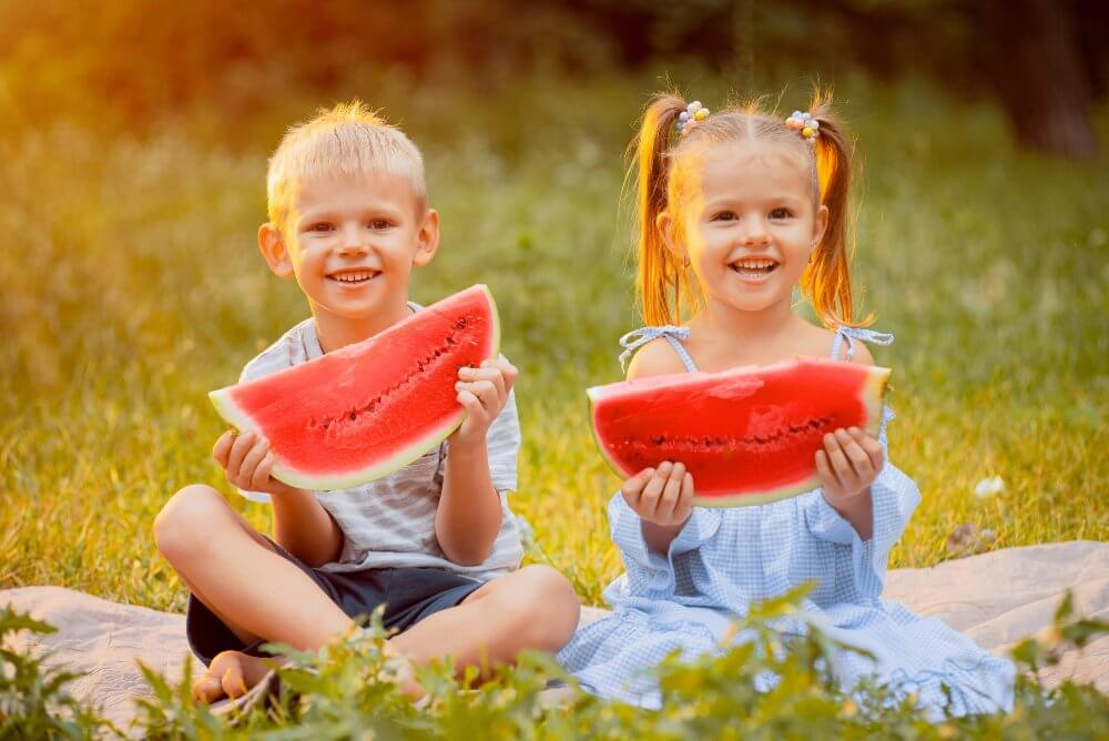 Fruit diet - couple eating watermelon - Fruit-Powered