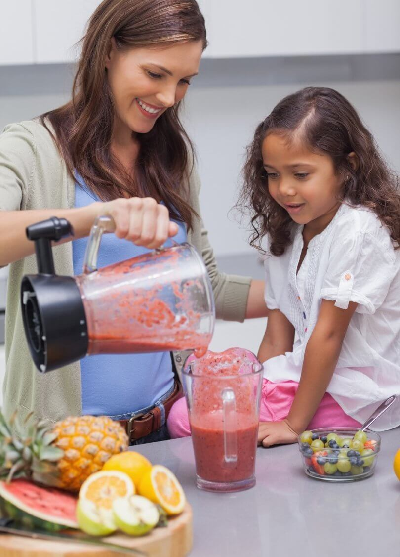 How to be successful on a raw vegan diet - mother and daughter making smoothies - Fruit-Powered