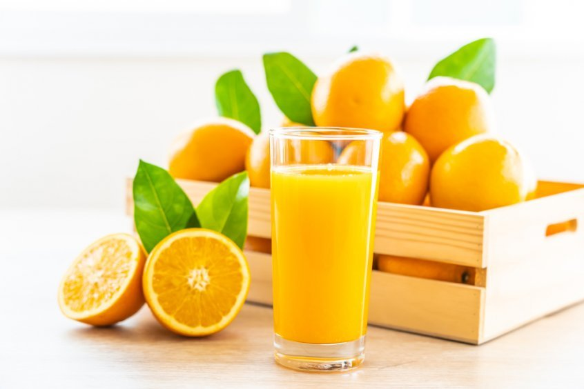 Juicing dos and don'ts - oranges whole and juiced - Fruit-Powered