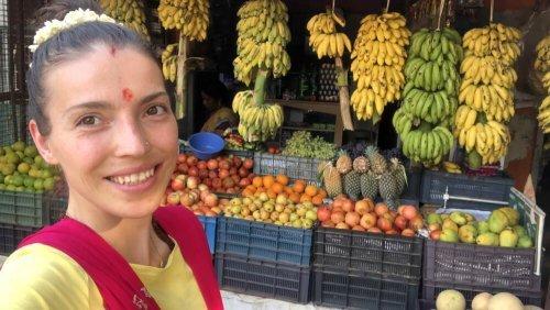 Raw Vegan Tips - Kristina Poudyal - 5 yogic tips for the raw vegan lifestyle - India fruit market - Fruit-Powered